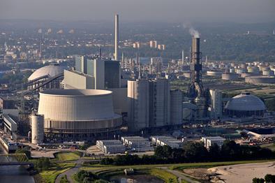 Nová moderní černouhelná elektrárna Moorburg, která v Hamburku nahradila jaderný zdroj, bude možná fungovat až do roku 2038 (zdroj Wikimedie, Ajepbah).