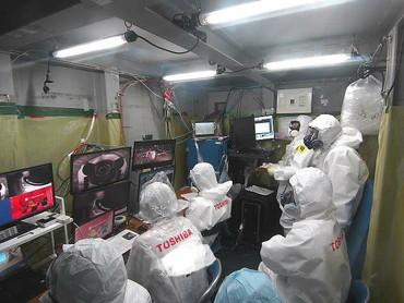 Ovládací pracoviště přímo vdruhém bloku (zdroj TEPCO).
