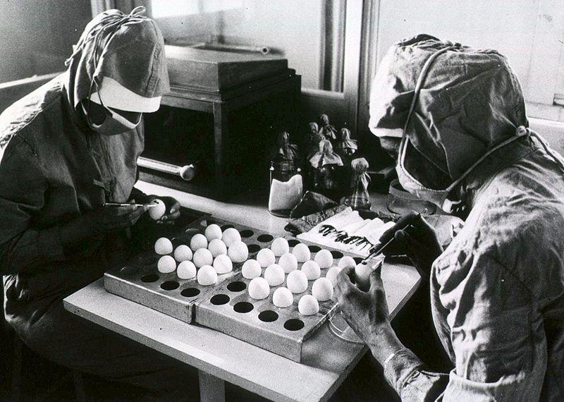 Výroba vakcíny proti spalničkám vAlbánii. Kredit: World Health