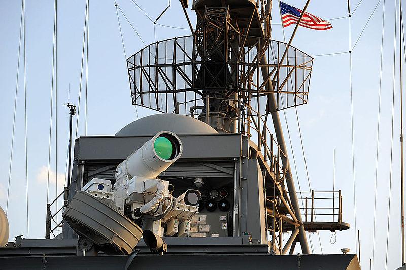 Laserový systém na USS Ponce. Kredit: US Navy.