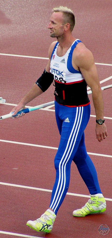 Bývalý český atletický vícebojař Tomáš Dvořák patří spolu s Romanem Šebrlem mezi nejlepší desetibojaře přelomu 20. a 21. století. Oba překonali desetibojařský světový rekord, Šebrle také zvítězil na olympijských hrách a poprvé se dostal přes metu 900
