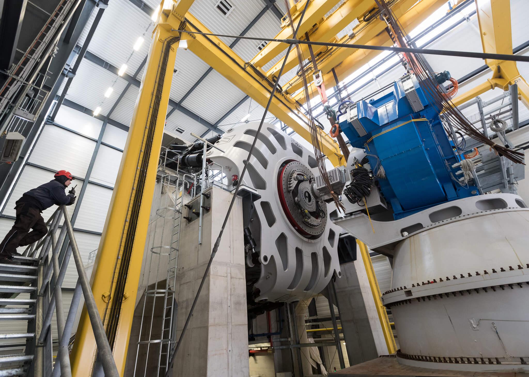 Testy supravodivého generátoru vlaboratoři. Kredit: Fraunhofer IWES, Jan Meier.