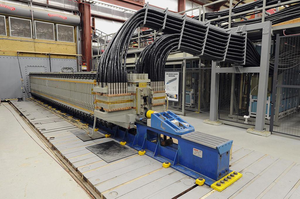 "Railgun v ""laboratorních"" testech. Kredit: US Navy/John Williams."