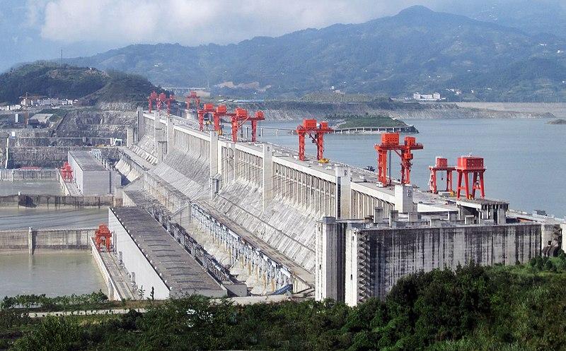 Vodní elektrárna Tři soutěsky (zdroj Wikipedie).