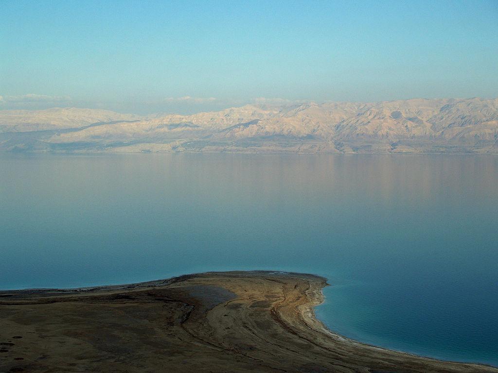 Vypijte si Mrtvé moře. Kredit: David Shankbone / Wikimedia Commons.