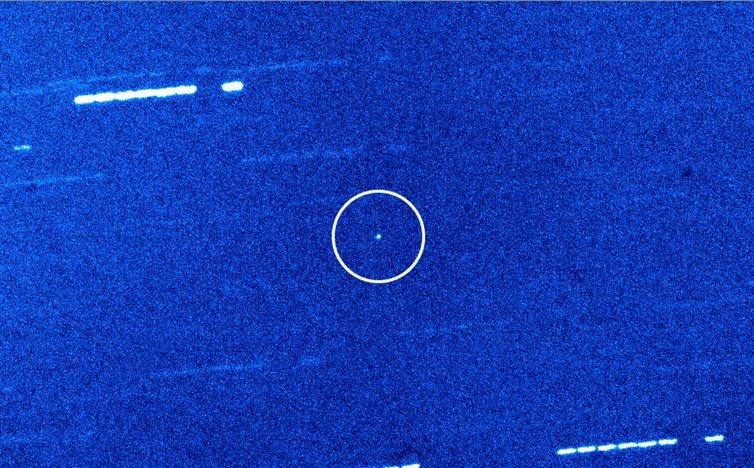 'Oumuamua na snímku teleskopu Williama Herschela na španělské La Palmě, znoci 29. října 2017. Kredit: Queen's University Belfast/William Herschel Telescope.