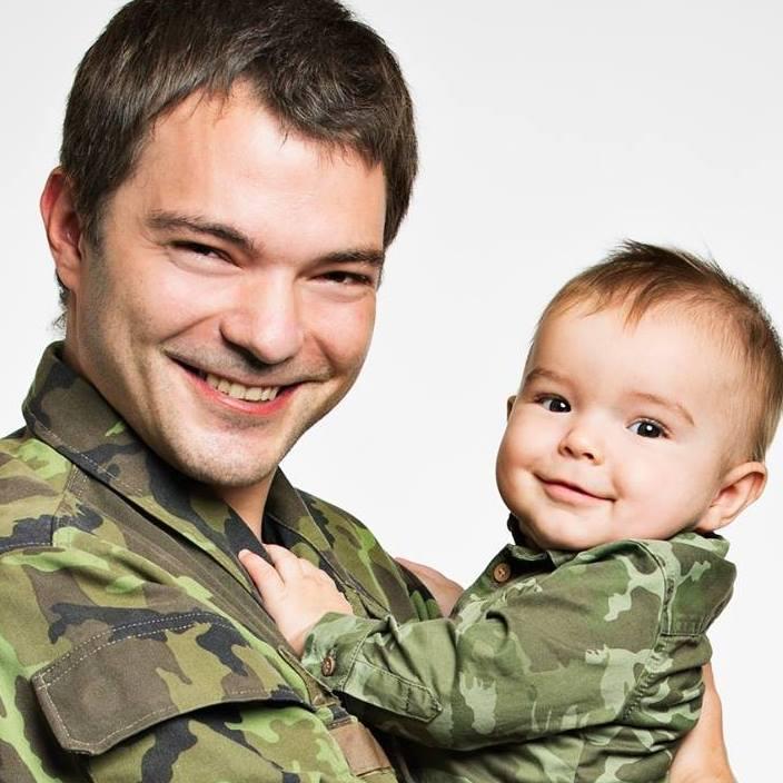"""Otcové přispívají ke správnému vývoji svých potomků nejen předáním genů, ale i přiložením návodu, jak je používat. Některá z těchto poučení jsou odrazem toho, čím jsme si prošli. Tedy jakýmisi """"zkušenostmi"""", nebo chcete-li """"vzpomínkami""""."""