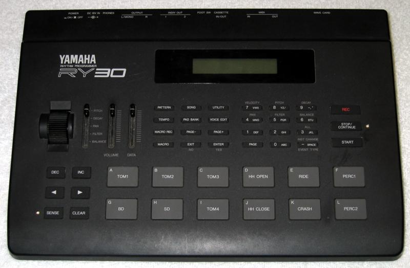 BicĂ automat Yamaha RY30. Kredit: Matt Perry / Wikimedia Commons.