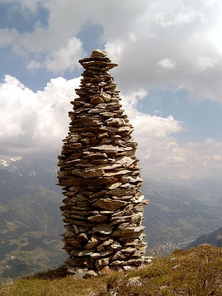 Lidé také rádi hromady kamení. Kredit: Gerrit / Wikimedia Commons.
