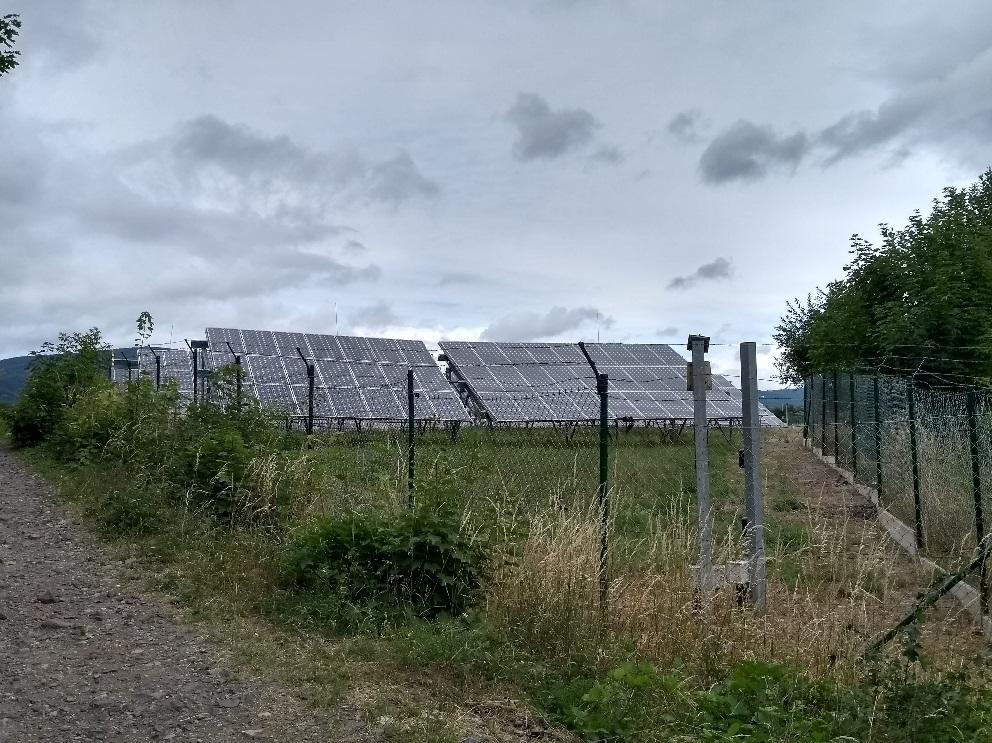 Hlavní boom výstavby fotovoltaických elektráren u nás proběhl v roce 2010. Fotovoltaická elektrárna v Krušných horách (zdroj Vladimír Wagner).