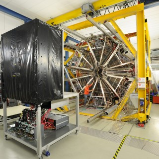 I na dopředné stěně pro produkci dopředu letících fragmentů pro experiment HADES se podíleli čeští fyzici (zdroj HADES).