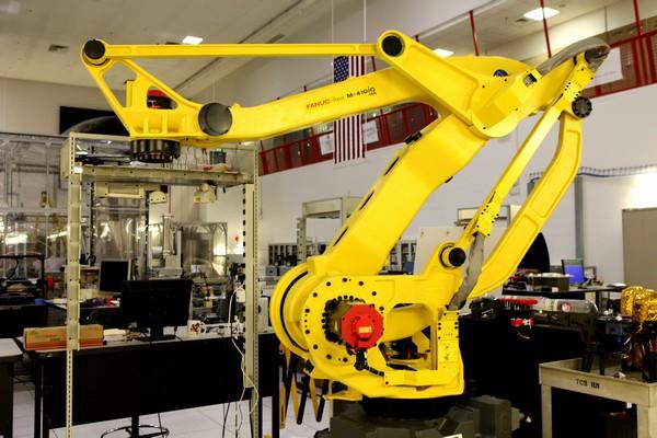 Kennedy Space Center: Swamp Works, kde inženýři a vědci testují nové technologie a postupy budoucích strojů, které nám umožní výrazně zlevnit dobývání vesmíru.  Kredit: NASA/Dan Casper