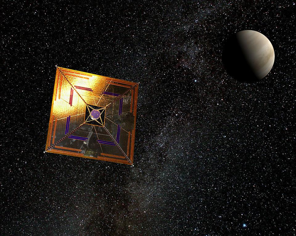 První úspěšná solární plachetnice, japonská sonda IKAROS. Kredit: Andrzej Mirecki / Wikimedia Commons