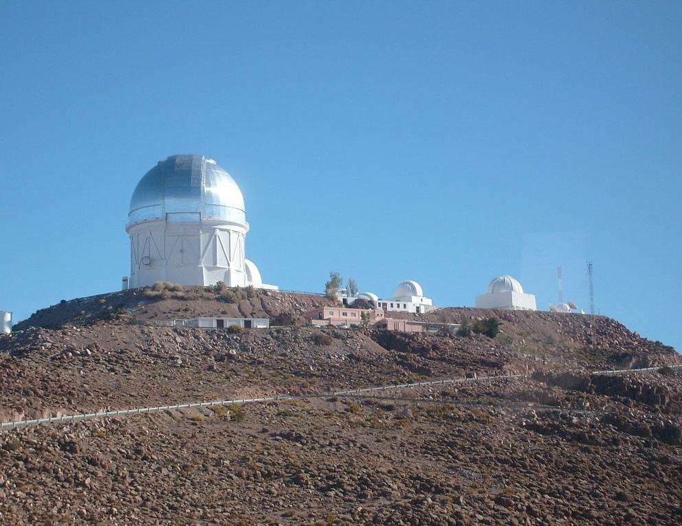 Cerro Tololo Inter-American Observatory (CTIO). Kredit: Ekx64 Hernán Stockebrand / Wikimedia Commons.
