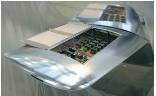 """""""Plazmový rejnok"""" podle TU Berlin. Další obrázky a grafy z testů ZDE.  http://iopscience.iop.org/article/10.1088/1742-6596/825/1/012005/pdf       Kredit: : Future Workshop Electrofluidsystems TU Berlin."""