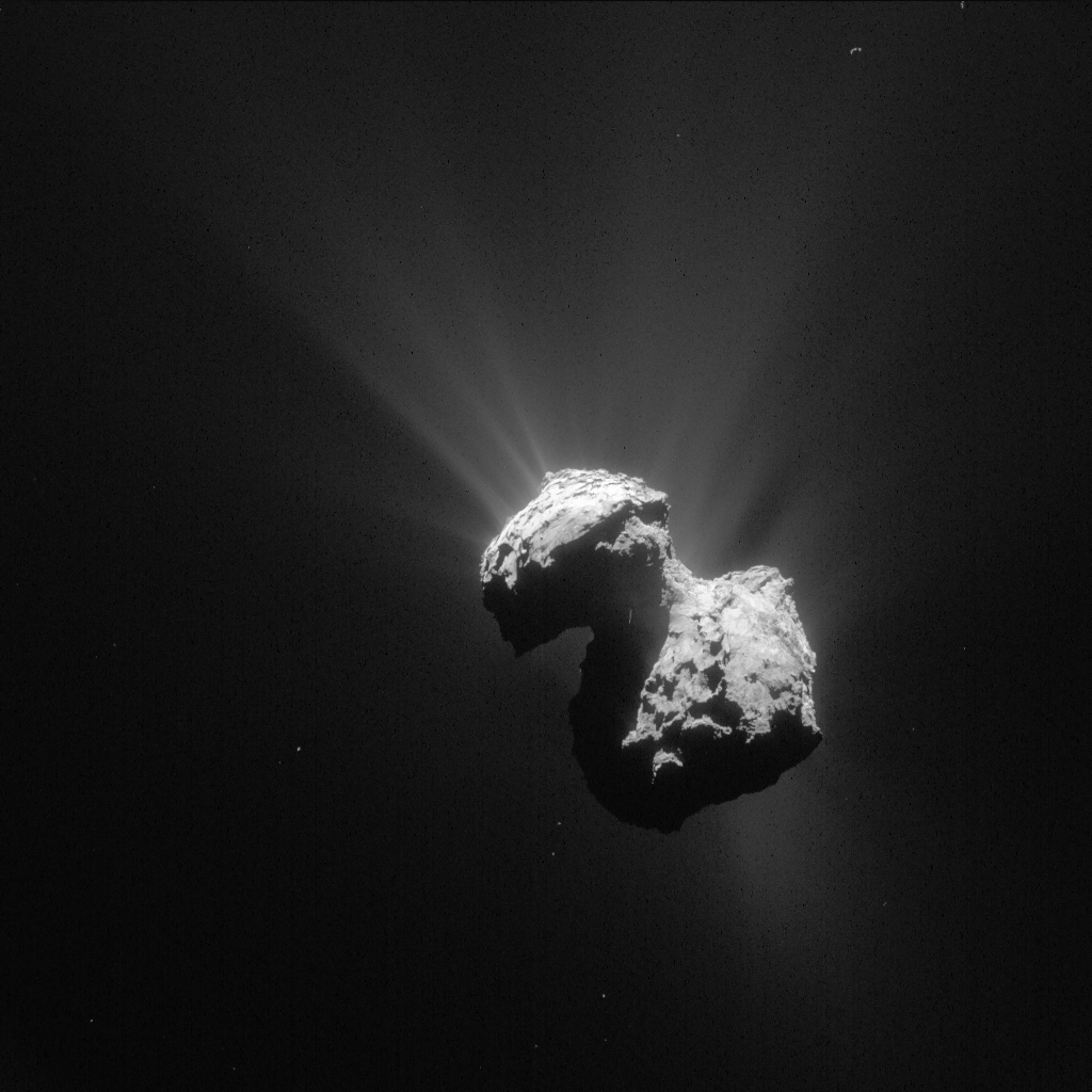 Obraz komety 67P / Churyumov-Gerasimenko pořídila navigační kamera Rosett 7. července 2015 ze vzdálenosti 154 kilometrů. Rozlišení obrázku:13,1 m / pixel, uhlopříčka představuje 13,4 km)Kredit: ESA / Rosetta / NAVCAM
