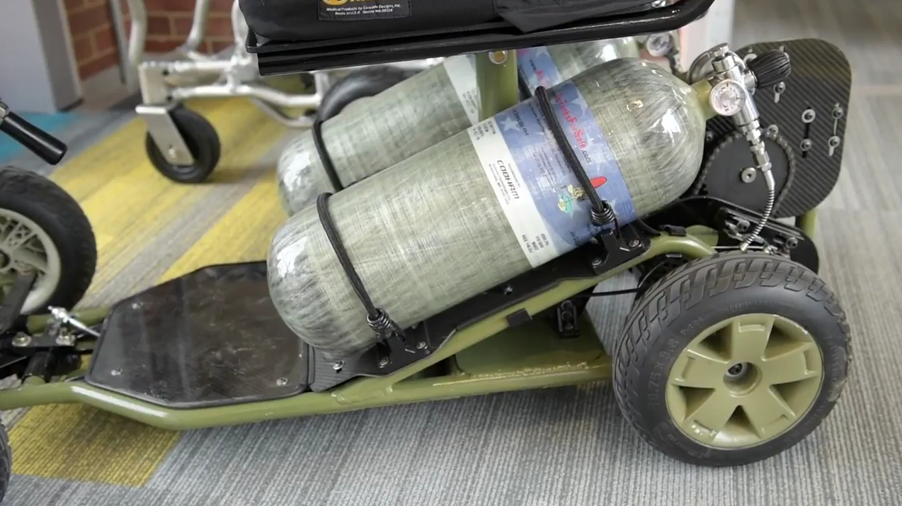 A hlavně, i s plnými nádržemi má jen 36 kg!