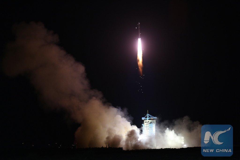 Start rakety DlouhĂ˝ pochod 2D s druĹľicĂ QSS.  Zdroj: spaceflight101.com