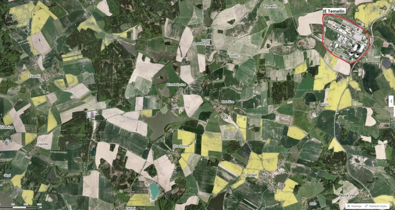 Pohled na jihočeskou krajinu s JE Temelín a poli kvetoucí řepky (zdroj: www.mapy.cz - https://mapy.cz/s/3oECX).