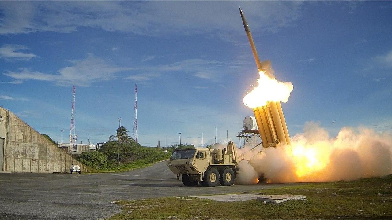 Protivzdušný raketový systém THAAD. Kredit: Ralph Scott/Missile Defense Agency/U.S. Department of Defense.