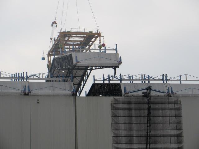 Do další fáze se dostává i likvidace radioaktivní vody a jejich zdrojů v elektrárně.