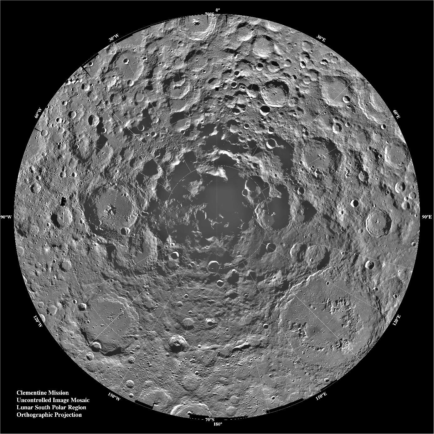 Jižní pól Měsíce z pohledu sondy Clementine (NASA).