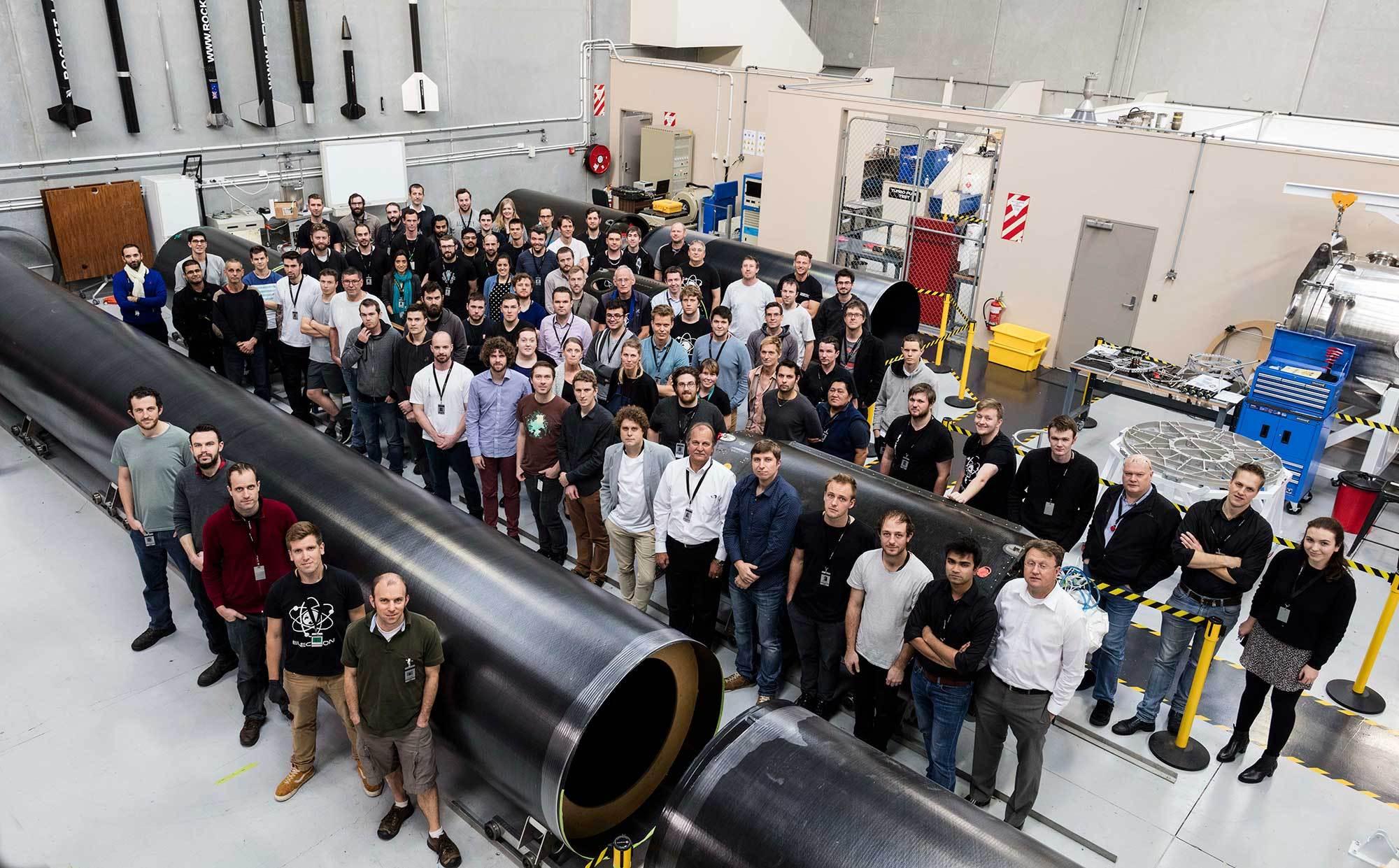 Zaměstnanci firmy Rocket lab. Zdroj: http://spaceflight101.com/