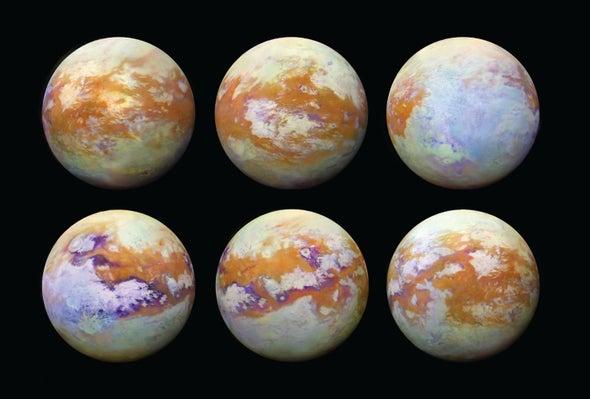 Složené obrázky Titanu získané během třináctileté mise sondy Cassini v infračervené oblasti, která umožnila proniknout do nitra atmosféry měsíce (zdroj NASA).