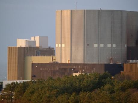 Zdrojem radioaktivního uhlíku by mohl být grafitový moderátor z britských plynem chlazených reaktorů Magnox (zdroj Magnox Ltd).