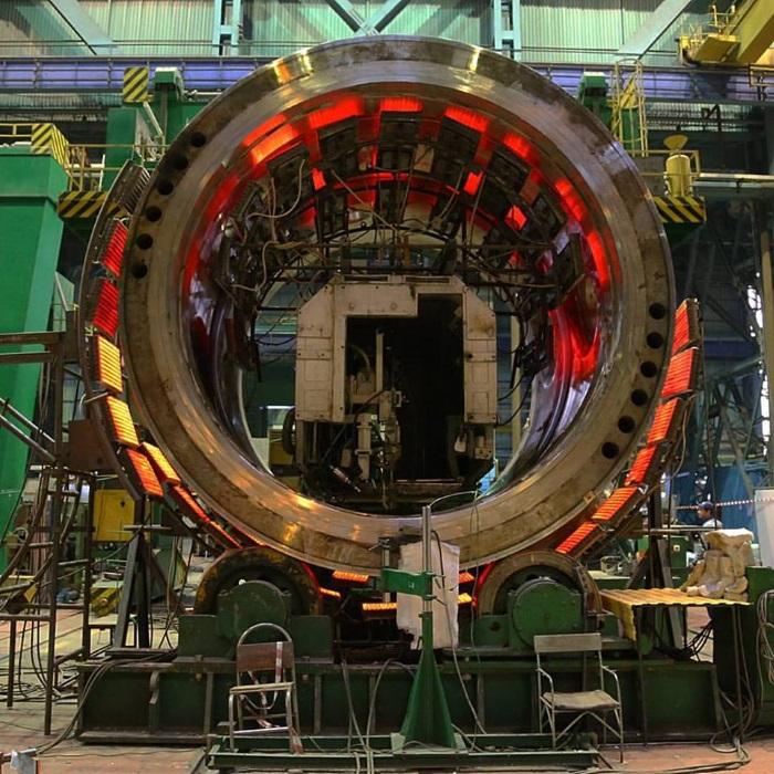 Příprava částí reaktoru pro druhý blok VVER1200 jaderné elektrárny Ostrovets v Bělorusku (zdroj AEM).