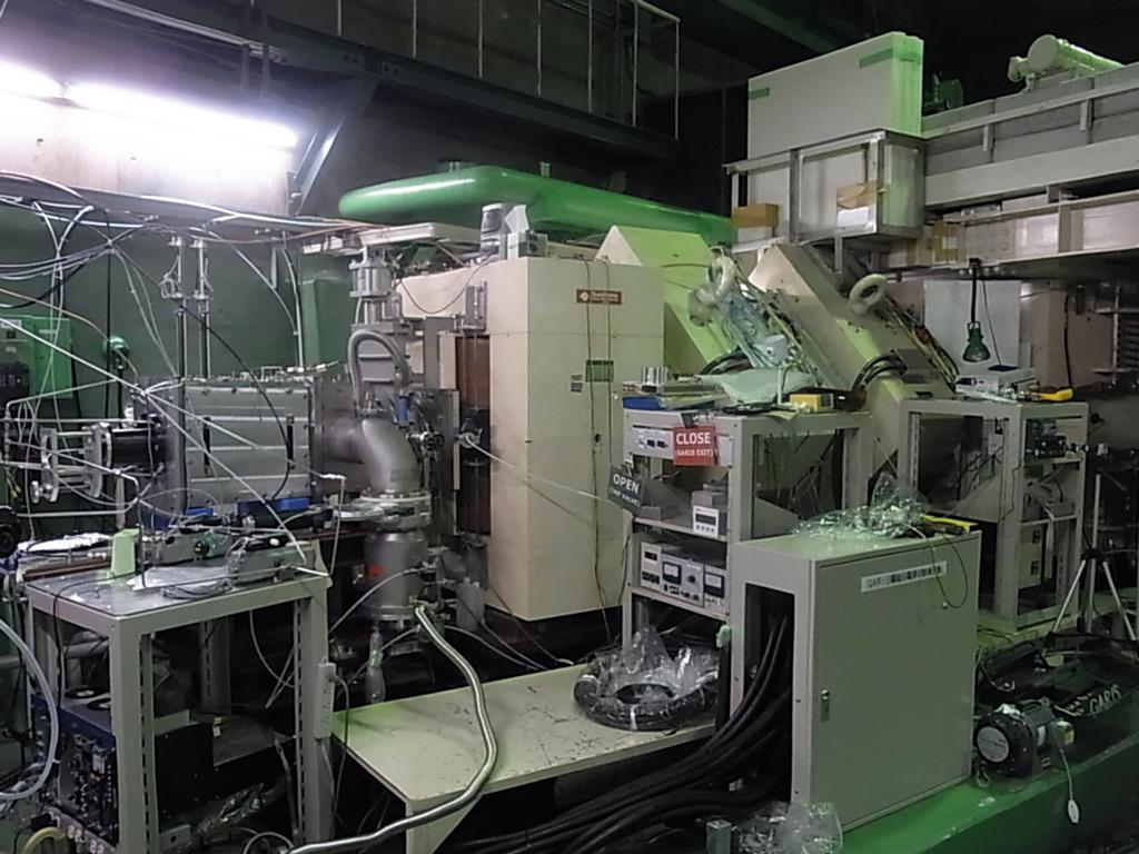 Část magnetů na zařízení GARIS (Gas-filled Recoli Ion Separator) v laboratoři RIKEN, které umožňuje separovat supertěžké prvky pro jejich chemii (zdroj RIKEN).
