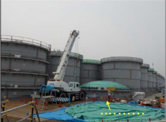 Rozebírání starých nádrží (zdroj TEPCO).