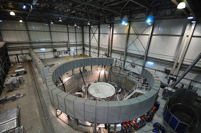 Obrázek reaktoru BN-800 (zdroj Rosatom).