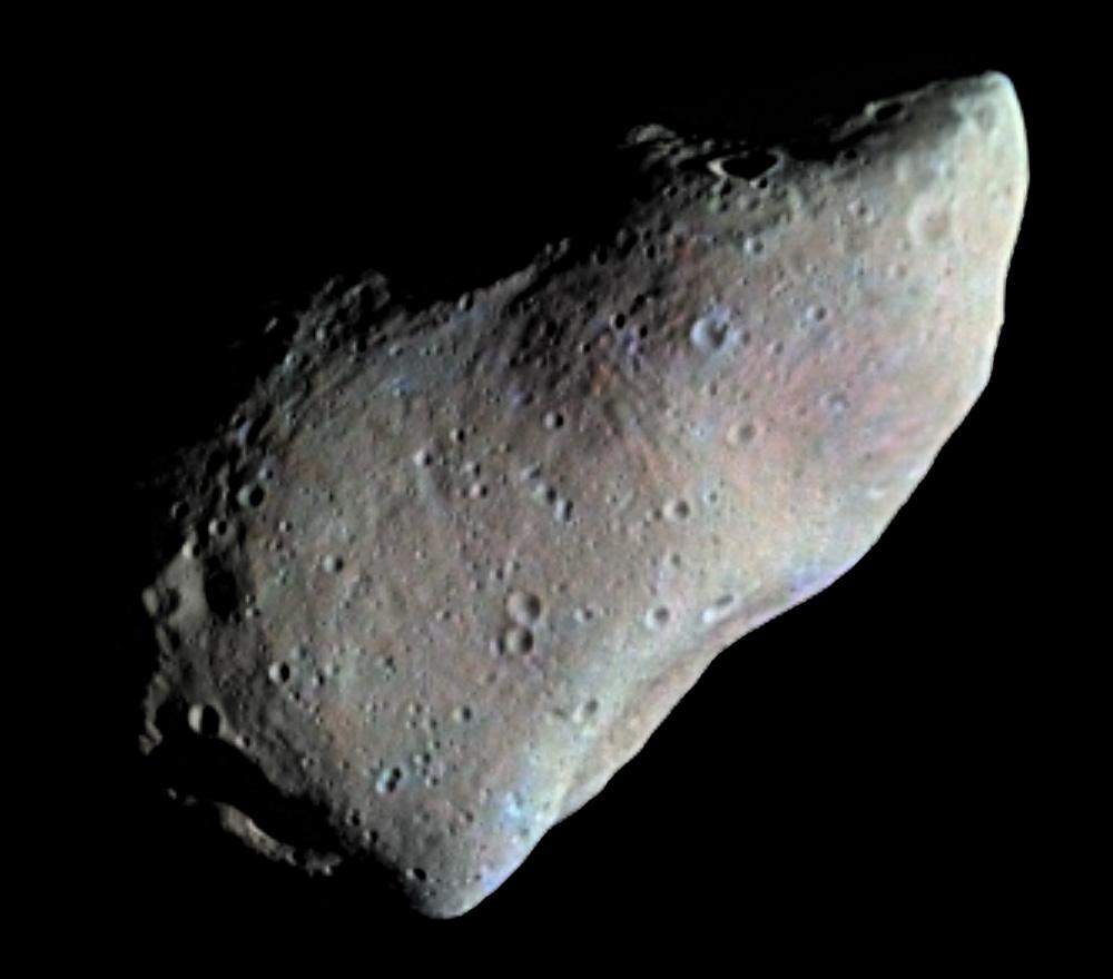 Snímek planetky 951 Gaspra, pořízený kosmickou sondou NASA Galileo v roce 1991. Gaspra je člen asteroidální rodiny Flora a rozměry tohoto obyvatele hlavního pásu planetek činí zhruba 18 x 11 x 9 km. Je tedy možné, že původce kráteru Chicxulub vypadal