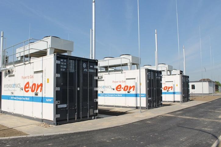 Kritickým prvkem pro využití fotovoltaiky je možnost ukládání energie a tím i kvalita i cena bateriových systémů. Bateriové úložiště firmy E.ON. (Zdroj E.ON).