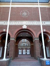Nenápadná budova soudu v Alexandrii, stát Virginia, USA. Místo, kde se řeší oprávněnost podaných patentů na CRISPR-Cas9.
