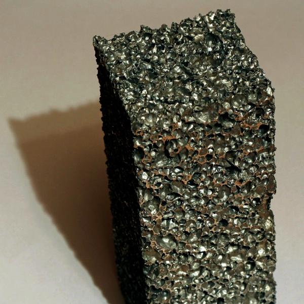 Kovové pěny mají velkou budoucnost (ilustrace). Kredit: Stehfun / Wikimedia Commons).