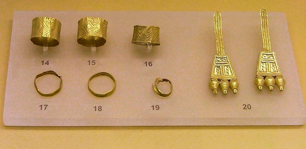 Zlaté šperky z Athén, 850 před n. l. Muzeum Staré agory v Athénách. Kredit: Dorieo, Wikimedia Commons