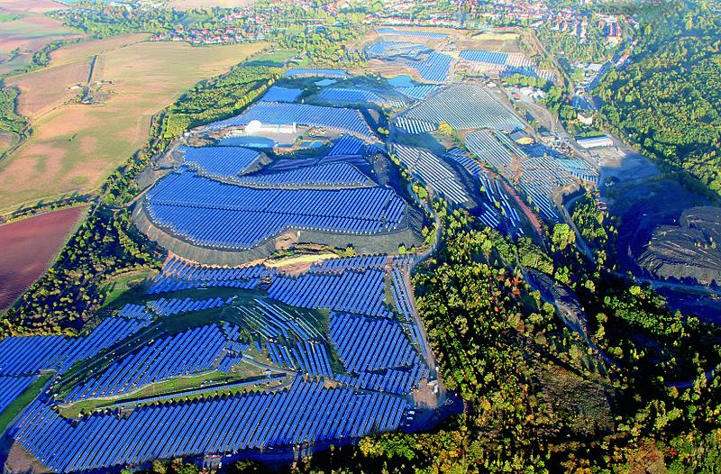 Ani velká část solární energie nedodávají malé decentralizované zdroje. Německá fotovoltaická elektrárna Krughütte s výkonem 29,1 MW (zdroj Parabel GmbH).
