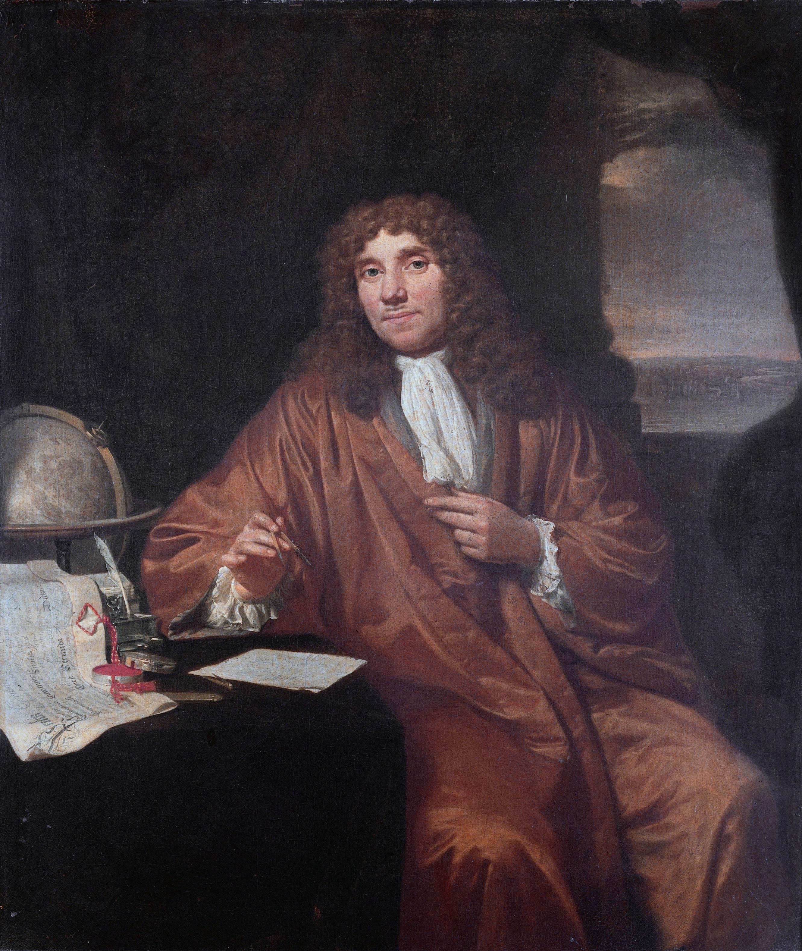 Anton van Leeuwenhoek přišel na jednoduchý způsob, jak vyrábět přesné skleněné kuličky nepatrných rozměrů a využil je jako čočky svých přístrojů. Překonal tím úroveň tehdy dostupné mikroskopické techniky. Tajemství výroby si ovšem celý život držel pr
