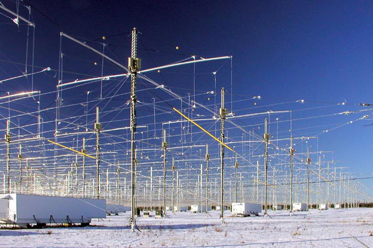 HAARP na zasněžené Aljašce. Kredit: HAARP / University of Alaska.