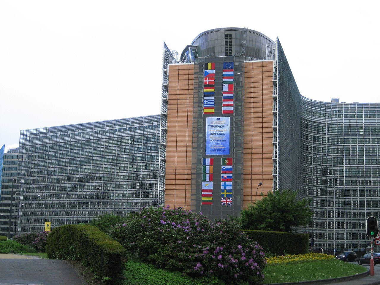 S rozmachem průmyslové revoluce se v Bruselu hodnota hodnota EPP vyšplhala na 36 %. Zda stejný boom nemanželských dětí sleduje i bruselská úřednická revoluce, studie neuvádí. Na obrázku je budovaBerlaymont, sídloEvropské komise. Autor: Zinneke, Wik