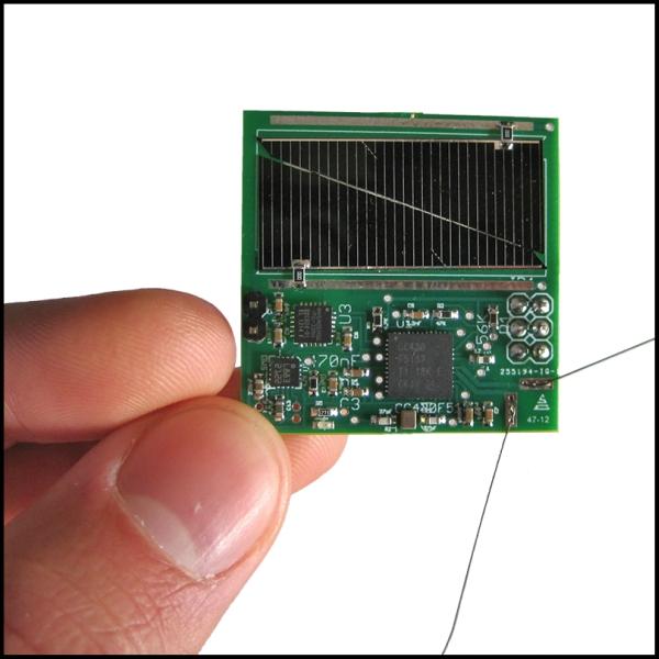 Sprite je asi momentálně nejmenší funkční satelit všech dob. Kredit: Breakthrough Prize.