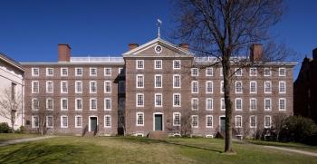 Brownova univerzita (zkráceně Brown) sídlí ve městěProvidencevamerickémstátěRhode Island. Spolu s Cornell University, Harvard University, Princeton University, Yale,... se řadí k uskupení