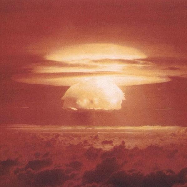 Zatím nejsilnější americký jaderný test Castle Bravo, sexplozí 15 megatun. Kredit: US Department of Energy.
