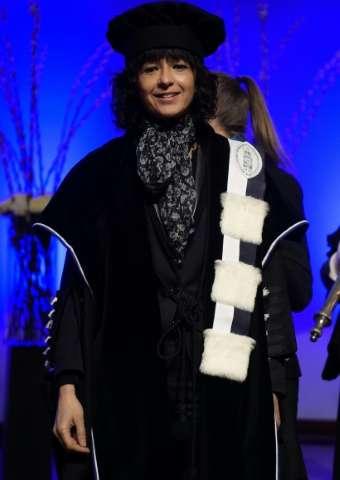 Emmanuelle Charpentier, francouzská mikrobioložka při ceremonii udělování čestného titulu doktor honoris causa na univerzitě KU Leuven v Belgii, v únoru 2016  (Kredit: KU Leuven)