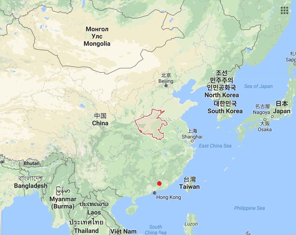 Lokalita Che-jüan v  jihovýchodníČíně (označena červenou tečkou) - místo nálezu dvacetikilového teropoda Heyuannia huangi s jeho nazelenalými vejci.  Zhruba ve stejné době, jen o něco severněji (provincii Henan), nakladla svá vejce příbuzná dinosauř