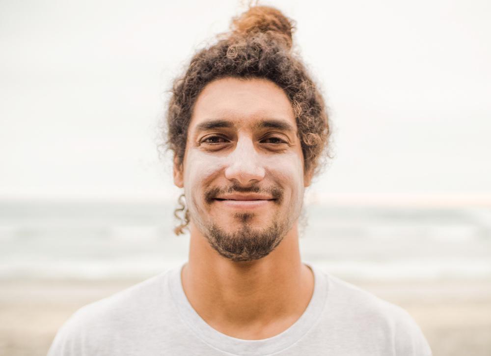 Cliff Kapono, surfař, vědec a vedoucí výzkumný pracovník projektu Surfer Biome, University of California, San Diego