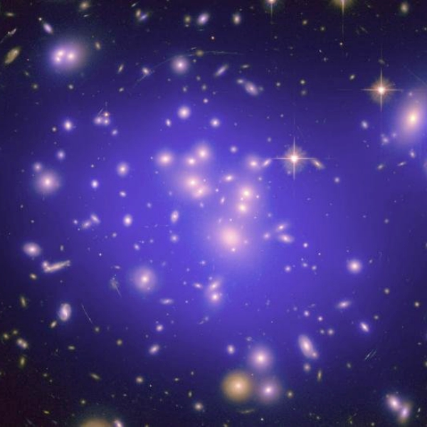 Kupa galaxií na snímku HST. Kredit: UC Davis.