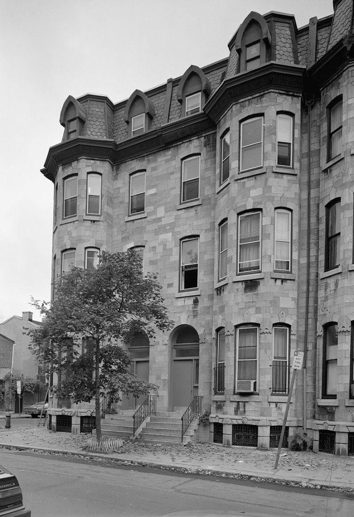 Copeova rezidence na Pine Street ve Filadelfii. Zde měl do roku 1897 uskladněnou část svých paleontologických sbírek. Kolosální obratel maraapunisaura však byl zřejmě uložen jinde, ve skladišti Memorial Hall ve Fairmontově parku. Kredit: Jack Boucher